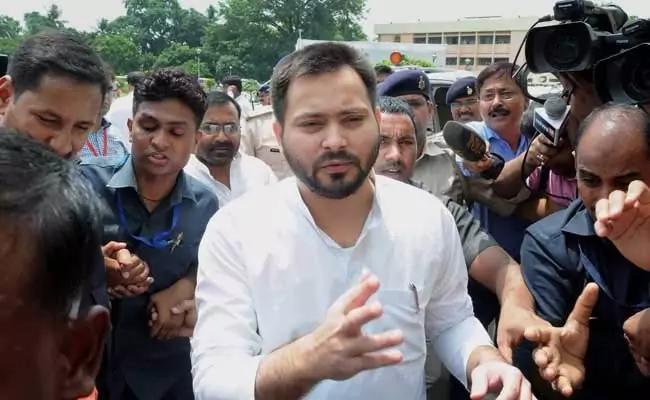 Tejashwi Yadav Says Nitish Kumar Government Conspiring To Poison My Food - Sakshi