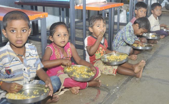 Nutrition Food Unavailable in anganwadi - Sakshi