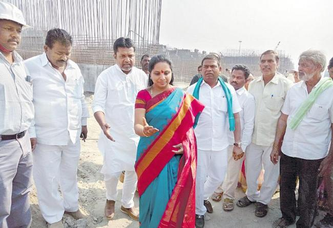 Complete all projects by June: MP Kavitha - Sakshi