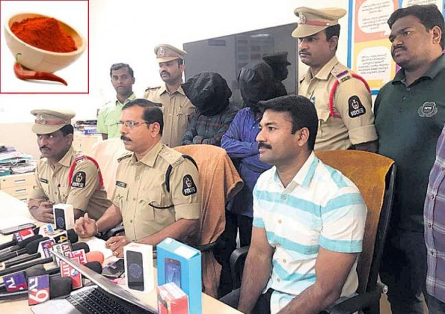 Delivery boys Theft in hyderabad - Sakshi