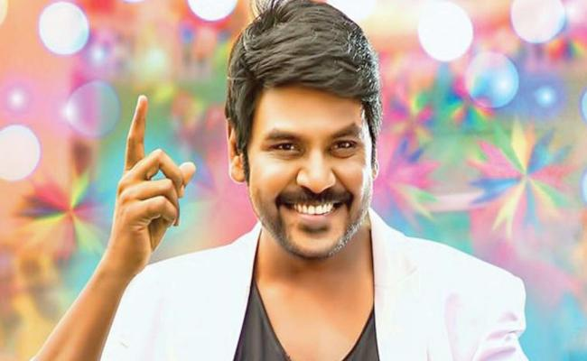 raghava lawrence photo session with fans - Sakshi