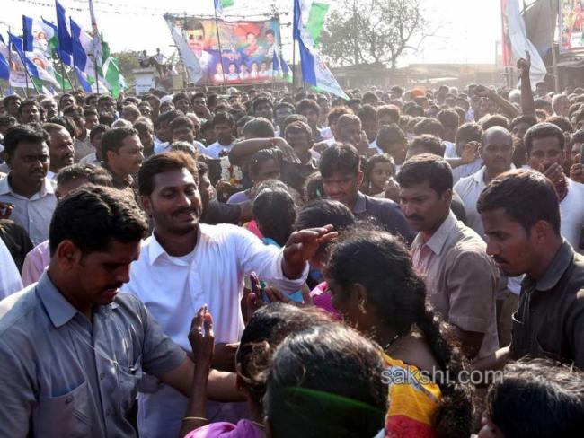 One day break for Praja Sankalpa Yatra over AP bandh - Sakshi