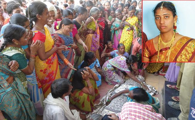 pregnant woman dies in karimnagar - Sakshi