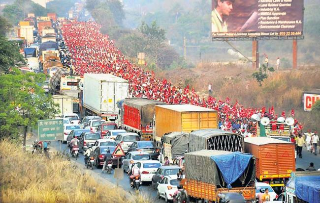Maharashtra farmers' rally enters Mumbai, to lay siege to Vidhan Bhavan - Sakshi