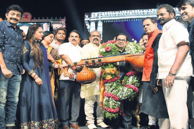 Haasya Nata Brahma Award to the comedian Brahmanandam - Sakshi