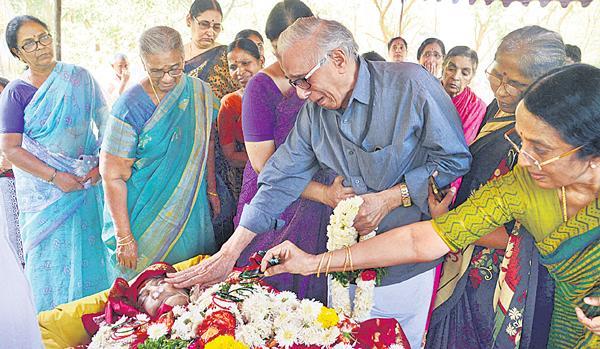 ABK Prasad Wife Sudharani Died In KIMs - Sakshi