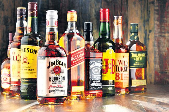 Alcohol sales of over Rs 400 crore per month in HYD - Sakshi