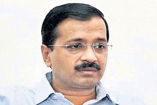 Kumar Vishwas takes dig at Arvind Kejriwal over apology to SAD leader - Sakshi
