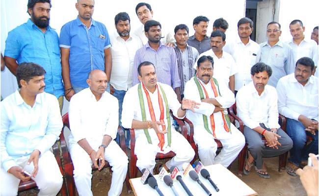 Kcr, Ktr are accompanied thieves - Sakshi