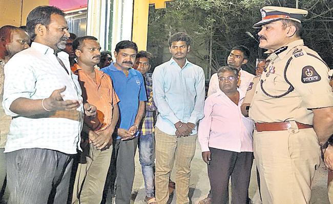 hyderabad police commissioner surprise visit nampally police station - Sakshi