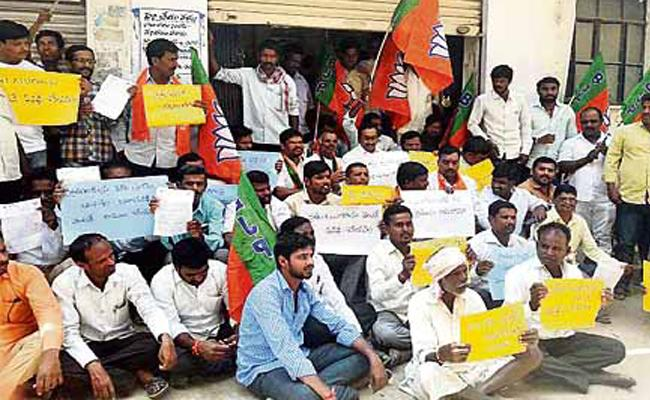 Formers Protest Against Telangana Government - Sakshi