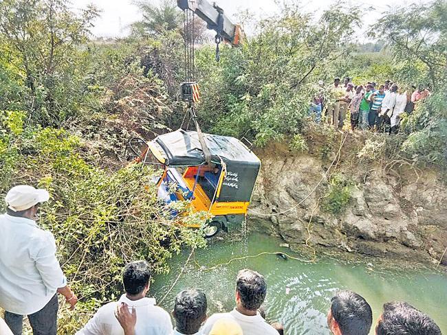 Tragic Road Accident IN nizamabad - Sakshi