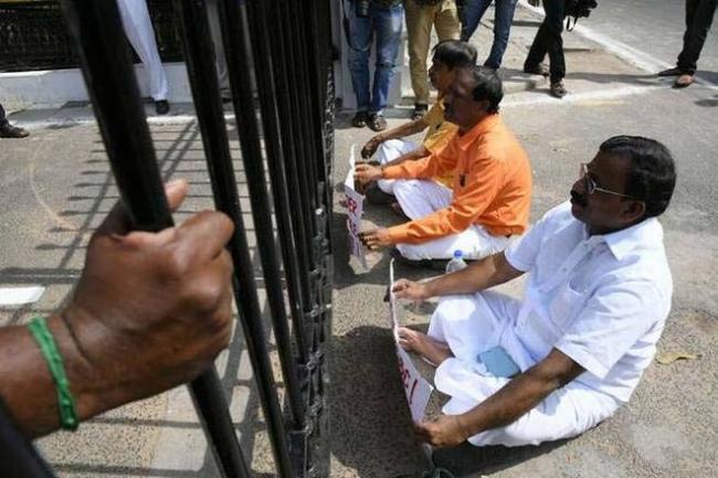 Three nominated BJP MLAs denied entry into Puducherry Assembly - Sakshi