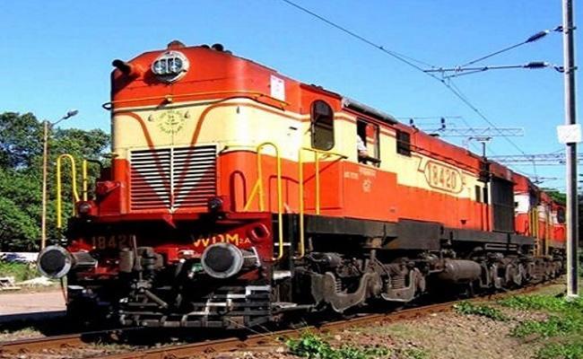 Passenger Train Reached Wrong Station In Delhi - Sakshi
