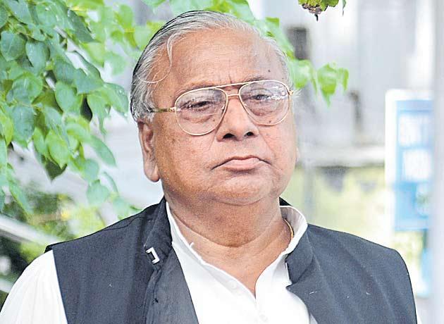V Hanumantha Rao sensational comments on KCR and KTR  - Sakshi