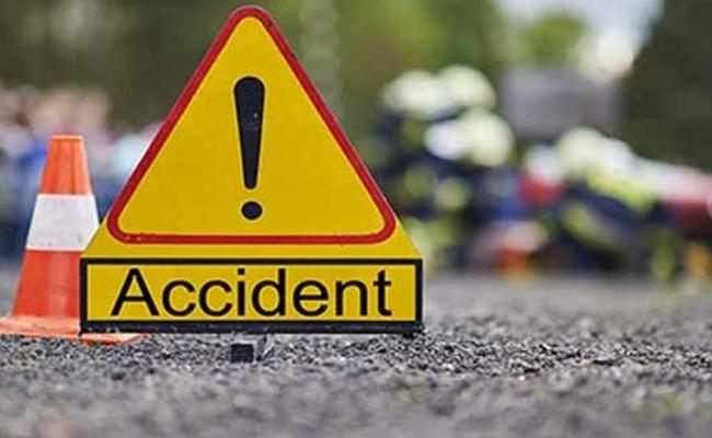17 people were killed when a minibus crashed and caught fire - Sakshi