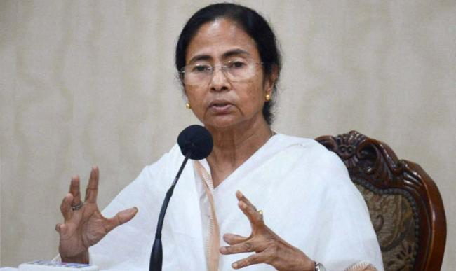 Mamata Banerjee calls upon regional parties to come together to defeat BJP - Sakshi