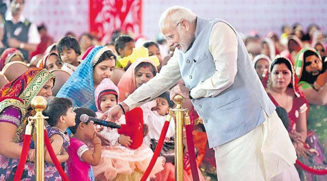 On Women's Day, Modi expands 'Beti Bachao Beti Padhao' drive - Sakshi