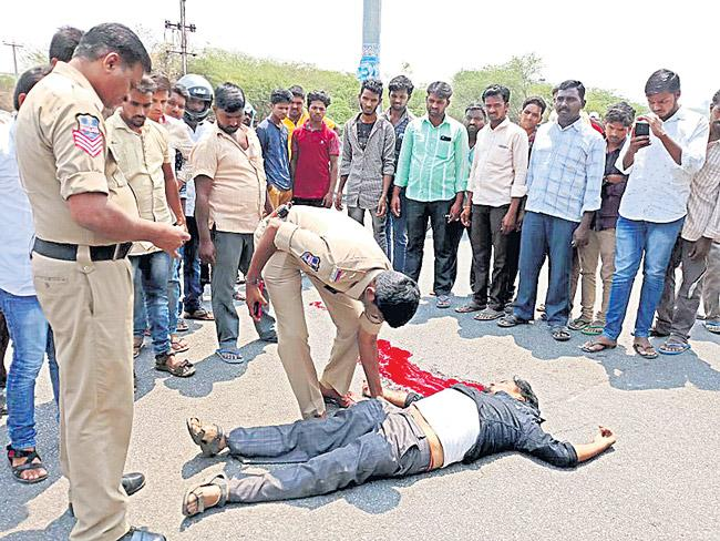 Road Accidents Are Increasing On National Highway - Sakshi