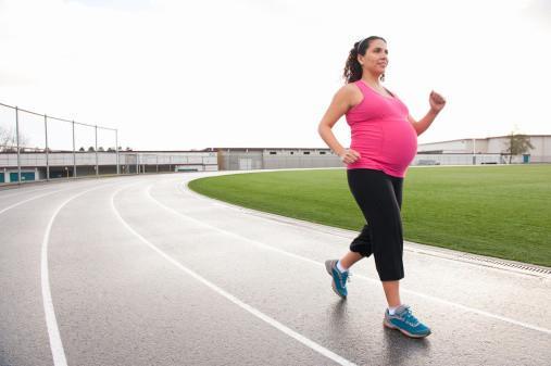 Pregnant women can jogging - Sakshi