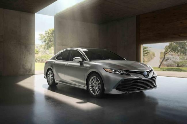 2018 Toyota Camry Hybrid launched at Rs 37.22 lakh - Sakshi