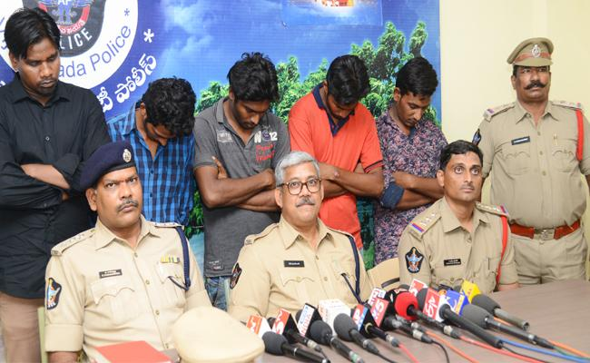 D And D Gang Arrest - Sakshi