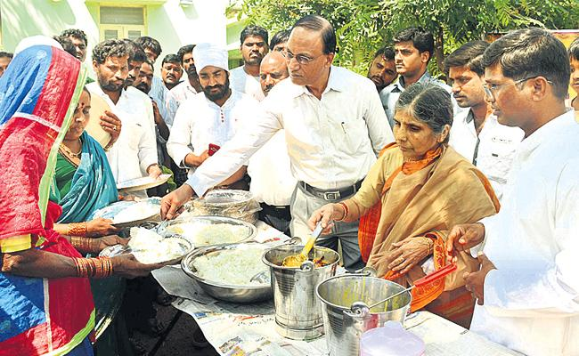 Collector Dharma Reddy Priced Five Rupees Meals - Sakshi