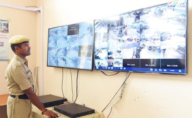Criminals Cant Escape From Police CC Cameras - Sakshi
