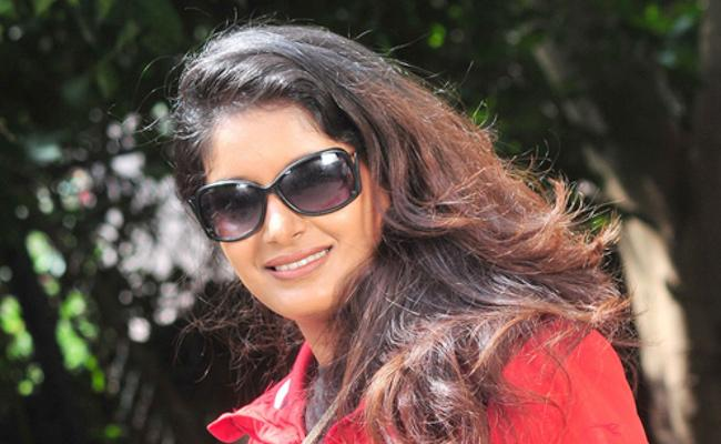 Radio Jockey Rapid Rashmi alleges rape threats - Sakshi