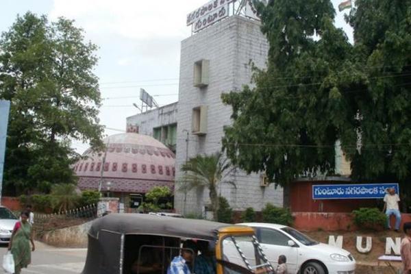 Corruption In Guntur Muncipolity On PF Loans - Sakshi