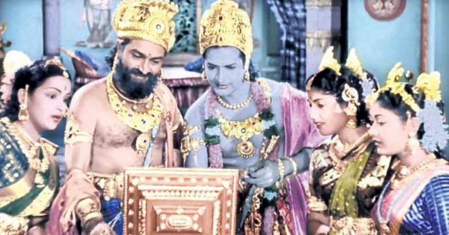 Every event in the Kurukshetra war takes place - Sakshi