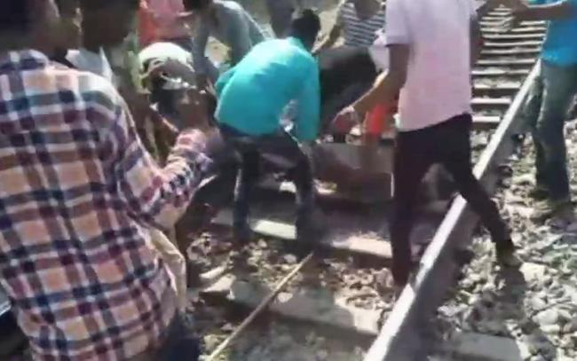 Bharat Bandh: One shot dead in MP during police-protester clash - Sakshi
