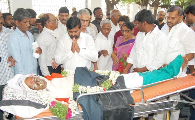 Freedom fighter Chamala Yadagiri Reddy Passed Away - Sakshi