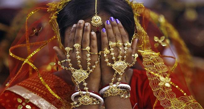Lover Hurls Garland At Bride Crashes Wedding - Sakshi