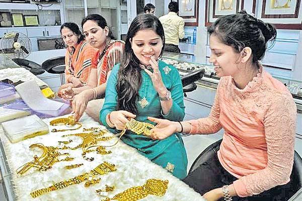 Stronger Dollar  Higher Treasury Yields Hurt Gold - Sakshi
