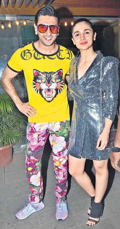 Ranveer Singh and Alia Bhatt are going to be seen together in Zoya Akhtar Gully Boy - Sakshi