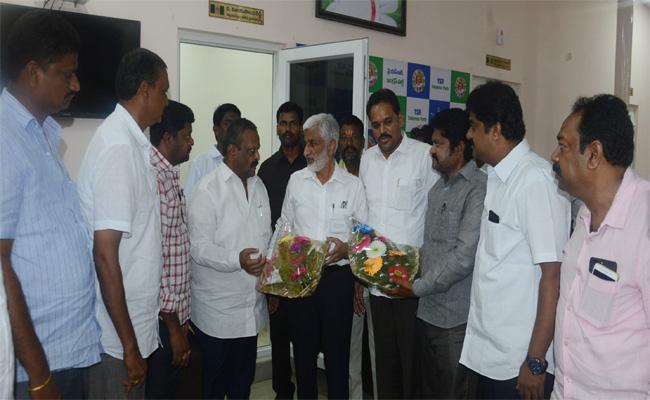 MP Vijayasai Reddy Comments On CM Chandrababu Naidu - Sakshi