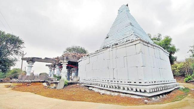 Kakatiya era stone inscription found in Mahabubabad - Sakshi