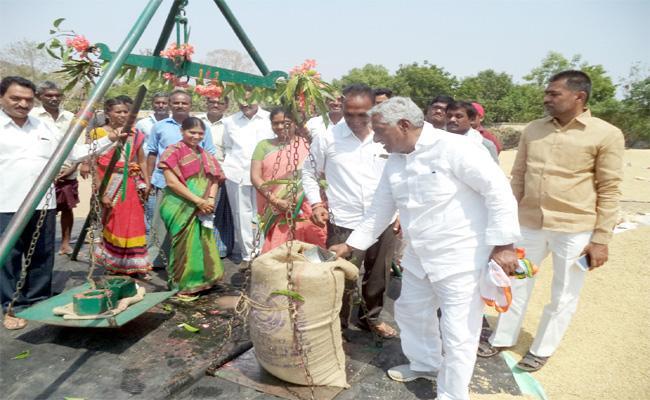 Grain Buying Blocking Is Not Right MLA Jeevan Reddy - Sakshi