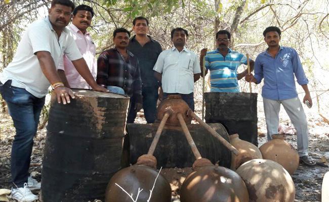 Officials Attack On Sarah Centres In Nallamala - Sakshi