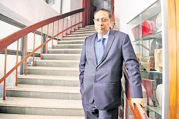 The name of the chairman of the BSE in the Rs 600 crore scam - Sakshi