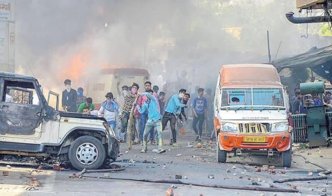 Dalit groups Bharat bandh protest turns violent, leaves eight dead - Sakshi
