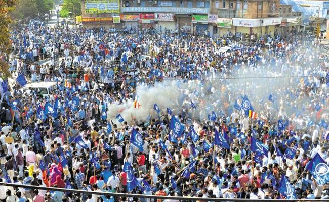 BharatBandh, Death toll rises to 7 in MadhyaPradesh. - Sakshi