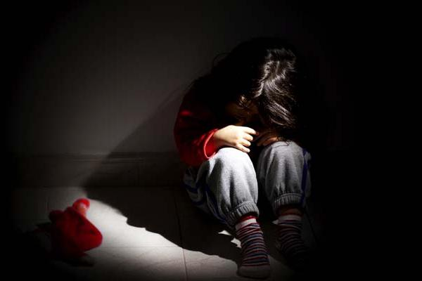 5 Years Girl Molested By Neighbour In Polavaram - Sakshi