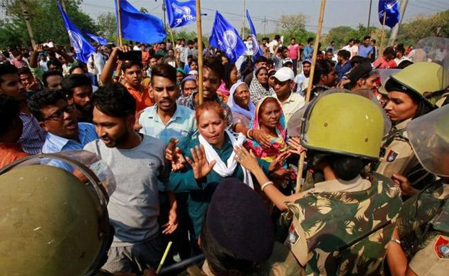 Violent Protest During Bharat Bandh By Dalits In India - Sakshi