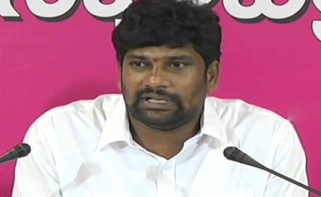 Theft in trs mp balka suman house at mancherial - Sakshi