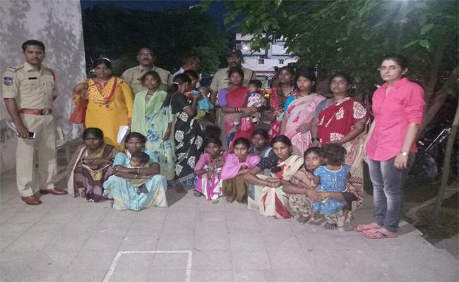Nagpur Women's Gang In Police Custody - Sakshi