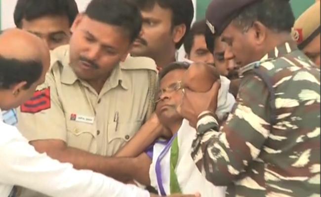 MP Varaprasad Falls Sick, Reluctant To Stop Indefinite Fast - Sakshi