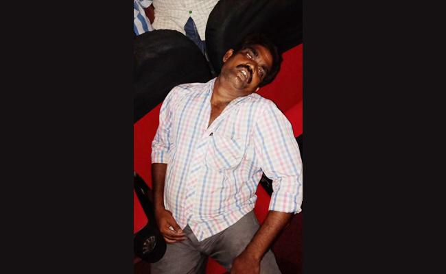 Man Died In Movie Theatre While Watching 3D Movie Heart Stroke - Sakshi