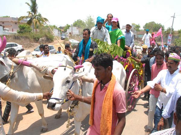 MP Kavitha Comments On CM KCR - Sakshi